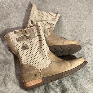 Sorel Major pull on perforated boot size 8